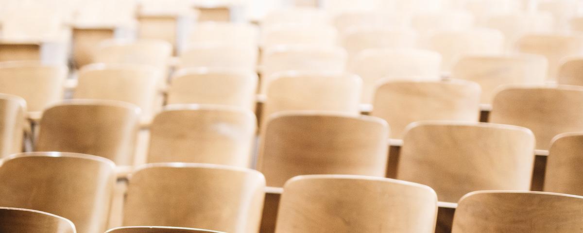 Är det tillåtet att hålla möten och konferenser för fler än 50 deltagare?